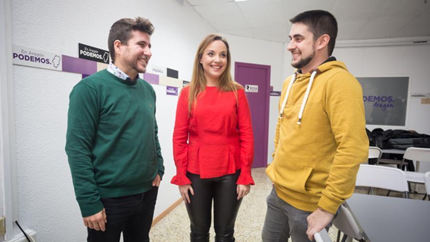 El secretario general de Podemos Aragón, Nacho Escartín (izqda), la candidata a las elecciones autonómicas, Maru Díaz, y el secretario de Organización, Carlos Arroyos