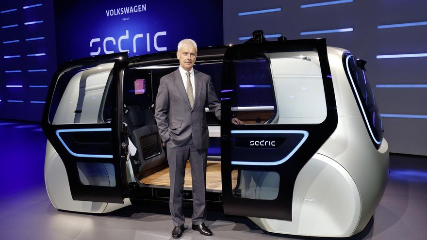 Matthias Müller, consejero delegado del Grupo Volkswagen, ha presentado en Ginebra el prototipo Sedric.
