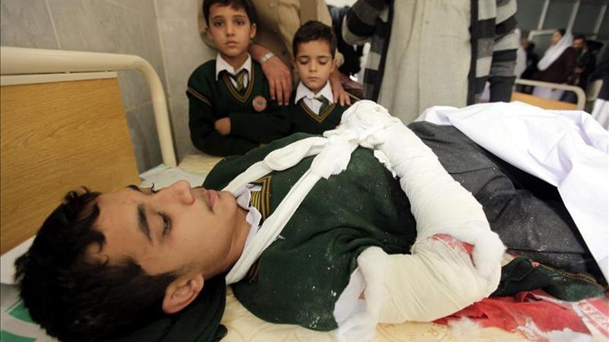 Al menos 86 muertos, la mayoría estudiantes, en el ataque a un colegio en Pakistán