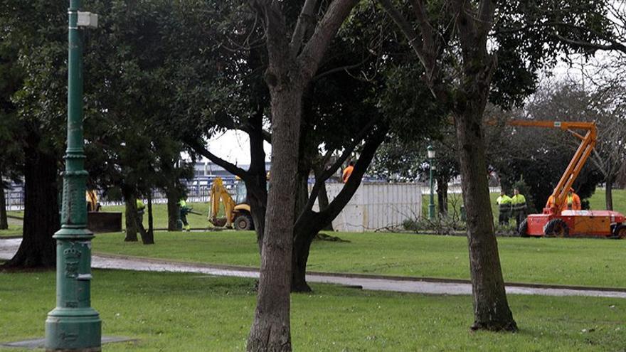 Los empleados del Servicio de Parque y Jardines han comenzado este jueves los trabajos en el Parque de La Marga.