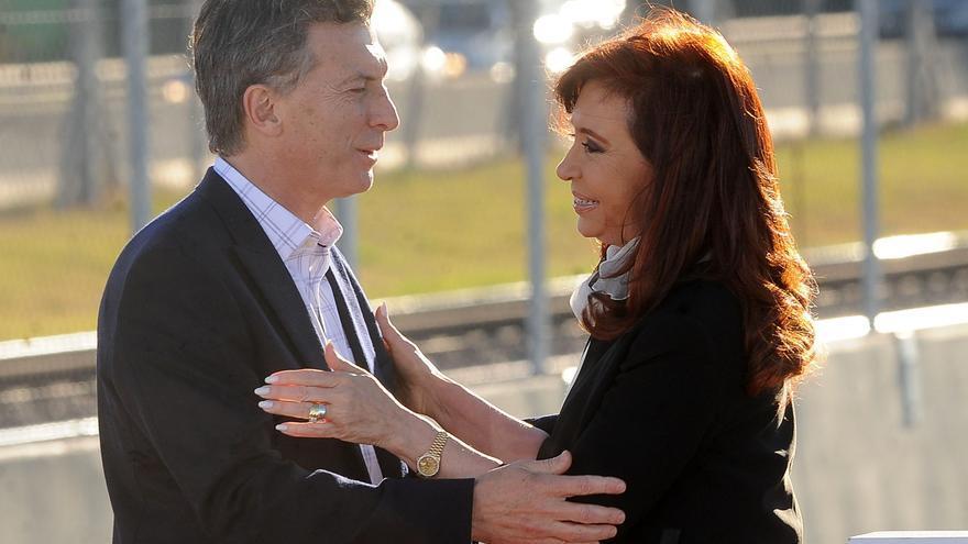 Cristina Fernández de Kirchner y el presidente electo, Mauricio Macri, en un acto oficial hace unos meses. / EFE