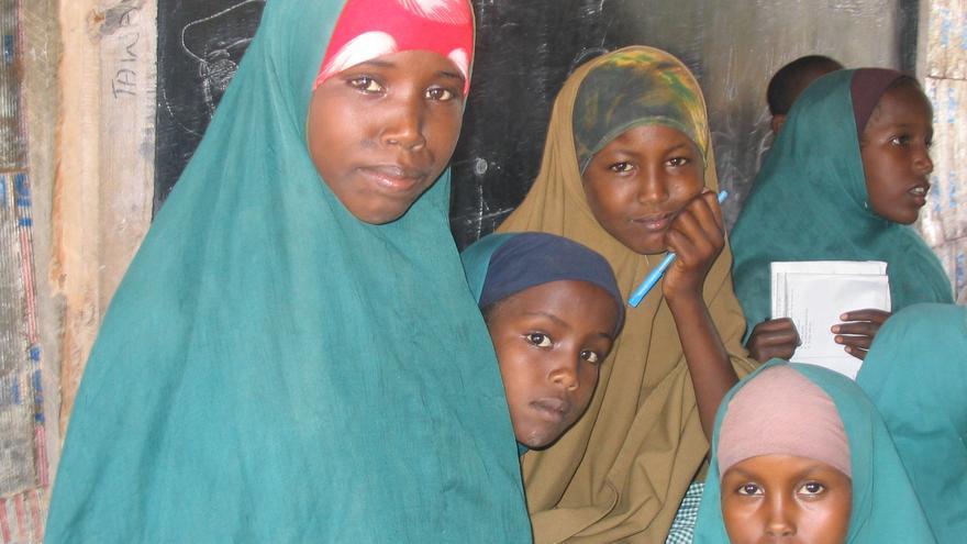 ACNUR/ María Jesús Vega. Campo de refugiados de Dagahaley, Kenia.  Las niñas somalíes que no han sido mutiladas sufren discriminación en las escuelas.
