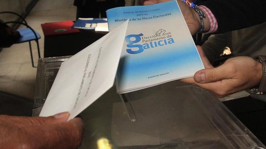 Democracia Ourensana denuncia publicidad del PP en colegios electorales