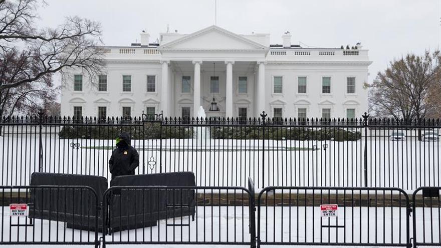 Detienen por tercera vez a una mujer que intentó saltar verja de la Casa Blanca