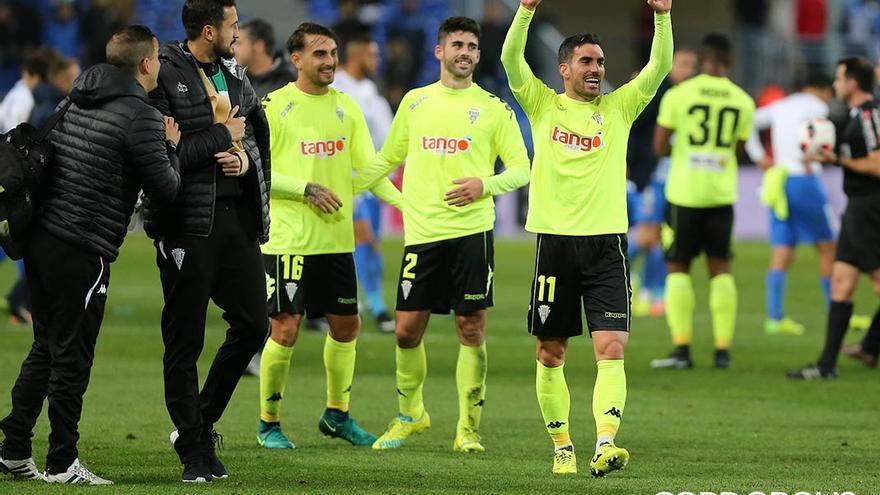 Los jugadores del Córdoba celebran la victoria en Copa en Málaga | LOF