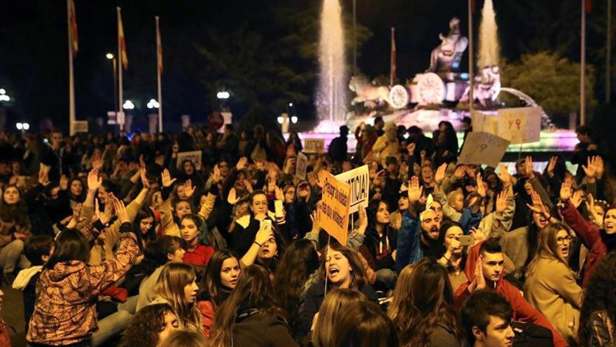 """Manifestantes critican en Madrid """"abusos patriarcales"""" en juicio violación"""