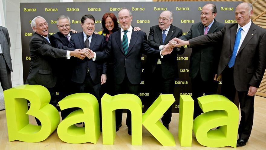 02/03/2011 El presidente de Bankia  posa junto a los presidentes de las seis entidades, que junto a Caja Madrid, conforman el grupo.