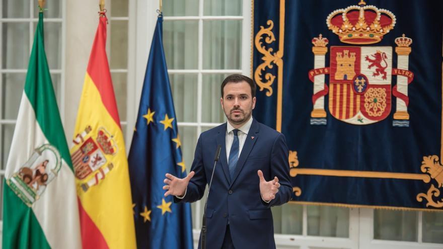 El ministro de Consumo, Alberto Garzón, atiende a los medios en la Delegación del Gobierno en Andalucía.