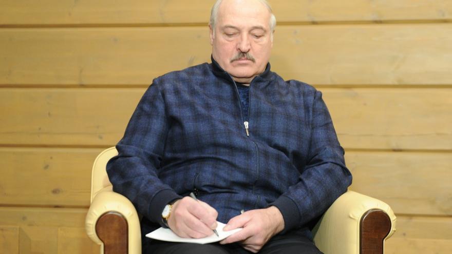 Los bielorrusos echan un pulso silencioso contra la represión de Lukashenko