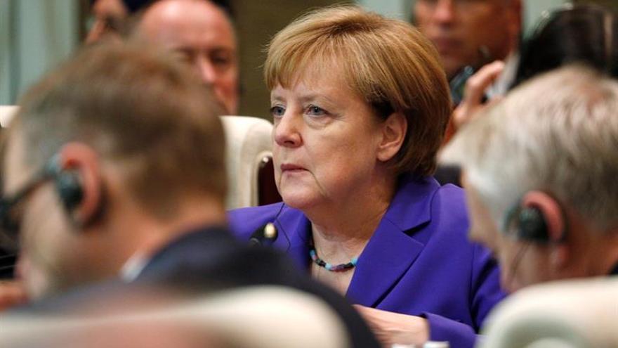 Merkel: Alemania está junto a Francia en la lucha contra el terrorismo