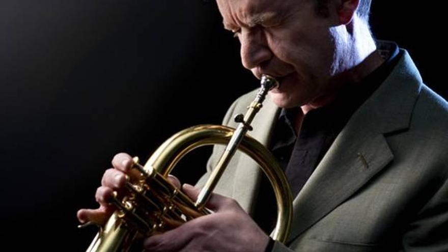 El trompetista Chris Kase