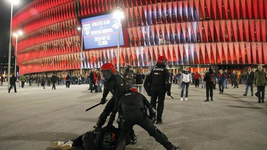 Los partidos vascos expresan su pesar por la muerte de un ertzaina en Bilbao