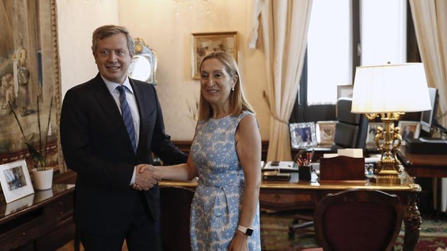 El presidente de la Cámara de Diputados de Argentina visita el Congreso