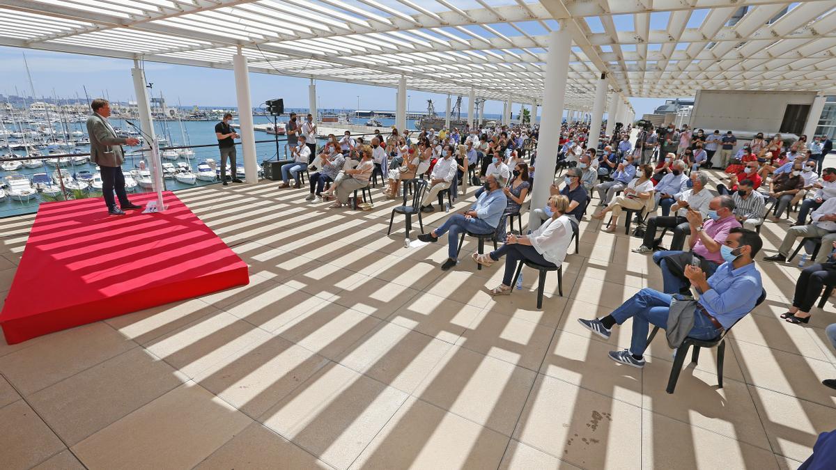 El president Ximo Puig este domingo durante el acto 'Un futuro para crecer' organizado por el PSPV en Alicante.