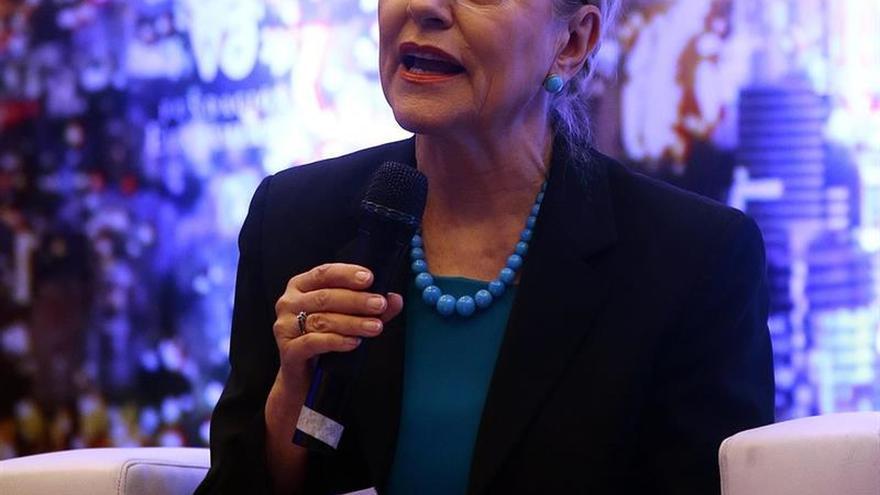 Excomisaria Ferrero-Waldner dice que hay que evitar el proteccionismo