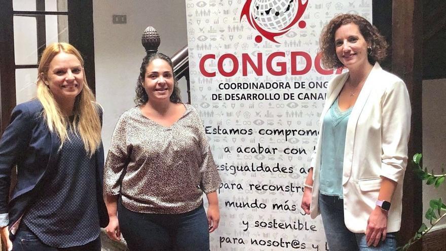 Noemí Santana (a la izquierda), con la coordinadora de ONG de desarrollo de Canarias
