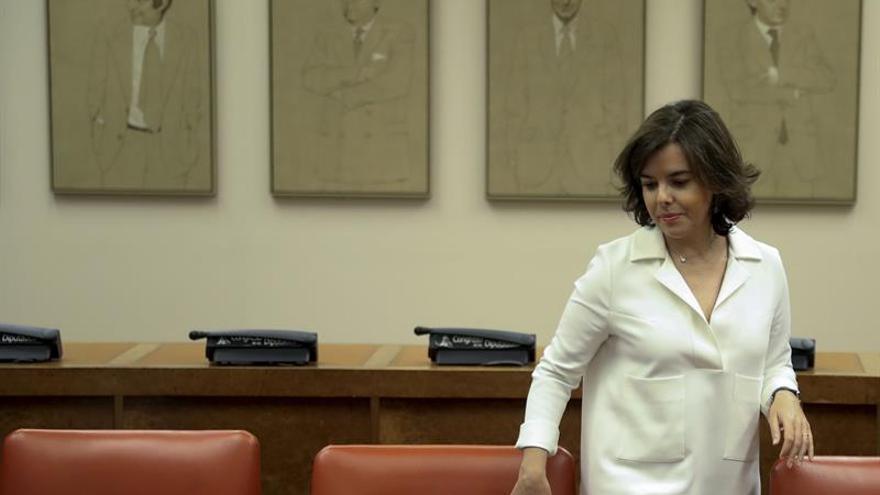 S.Santamaría avisa a Colau que no puede poner en dificultades a los funcionarios