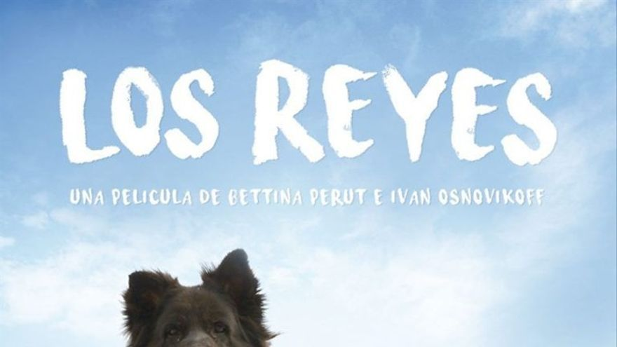 Cartel del documental 'Los Reyes. Una mirada canina', con sus progagonistas  Fútbol y Chola.
