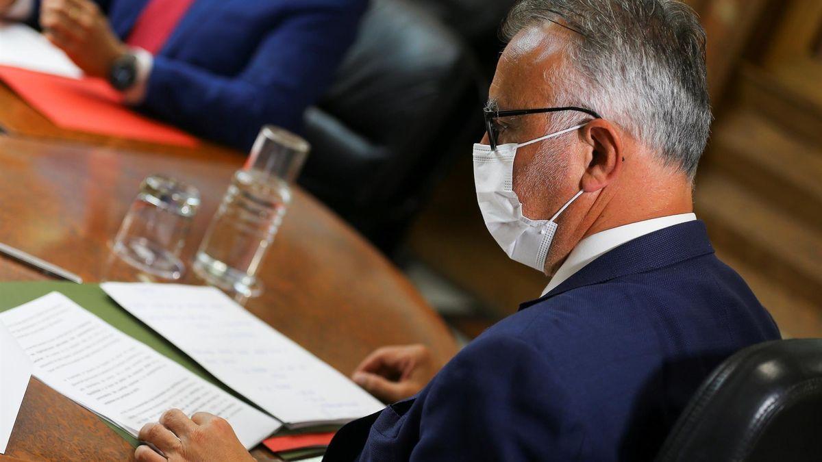 Ángel Víctor Torres durante un Consejo de Gobierno