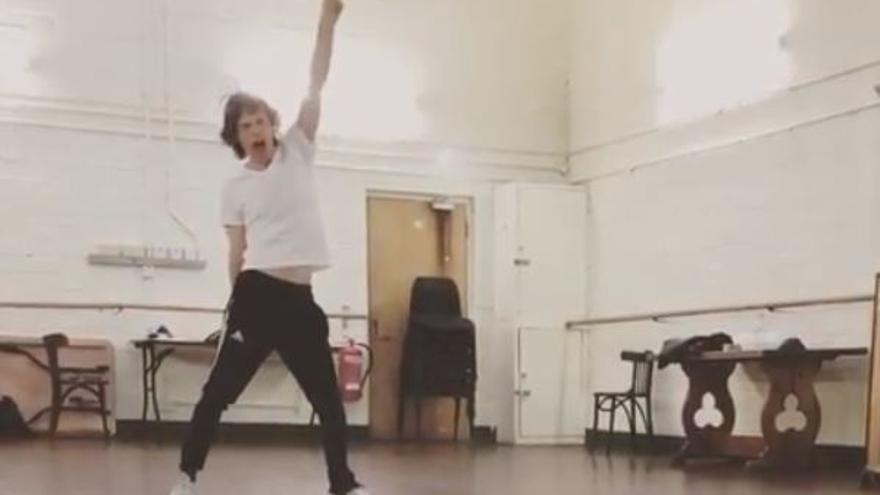 Mick Jagger ensaya tras su operación de corazón