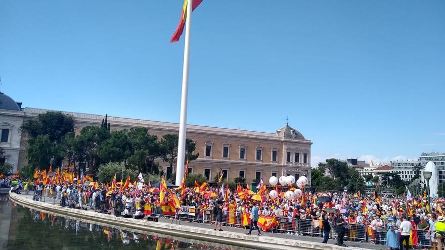 Más de mil personas se concentran ya desde las 11.00 horas en la madrileña Plaza de Colón para proetestar contra los indultos a los líderes del procés. En Madrid, a 13 de junio de 2021.