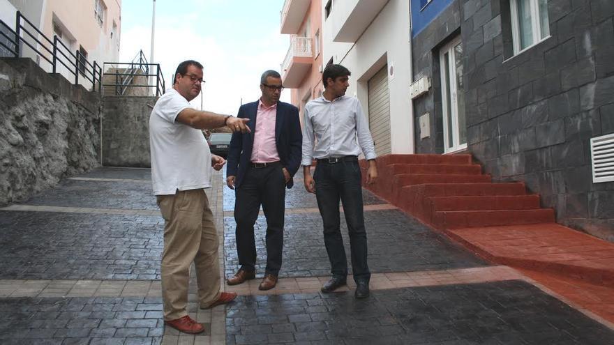 Sergio Matos (centro), en la Calle Adeyamen.
