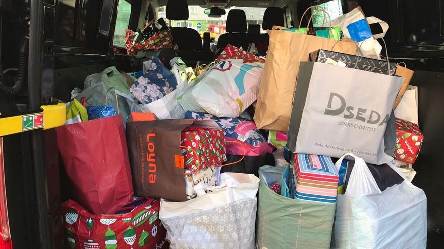 Una de las furgonetas cargadas de regalos de los Reyes Magos de Verdad