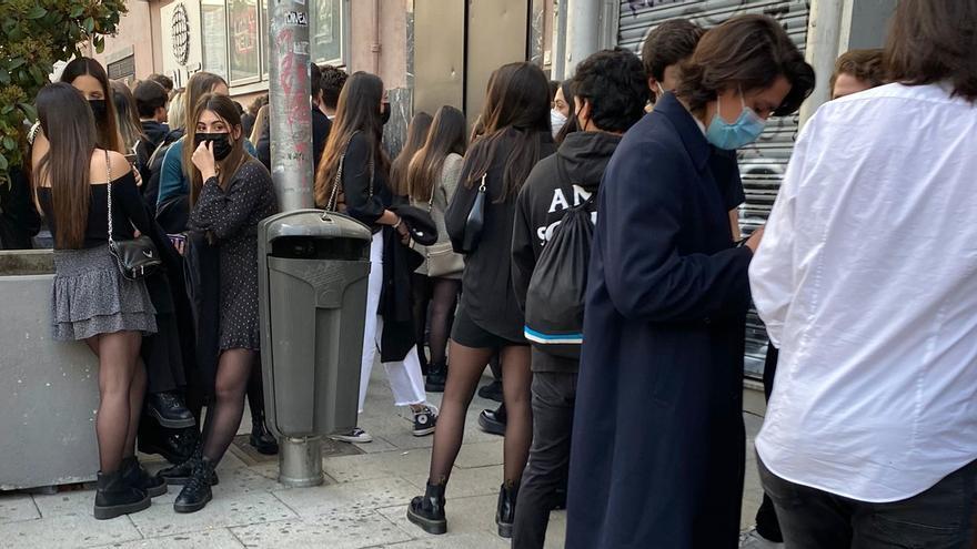 El Teatro Barceló reabre con aglomeraciones a sus puertas