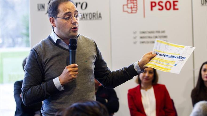 """Luena, convencido de que los ciudadanos """"van a jubilar"""" a Rajoy el domingo"""