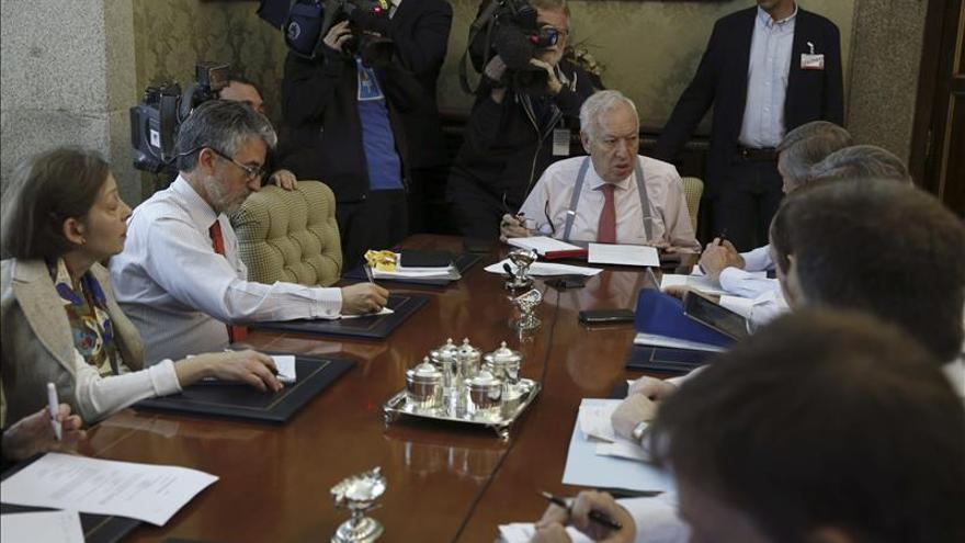 """Sin localizar 59 españoles en Nepal, 9 en una zona """"gravemente afectada"""", dice García Margallo"""