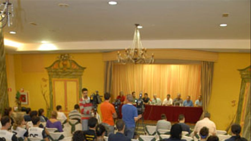 Imagen de la rueda de prensa que los clubes ofrecieron, este martes, en el hotel Reina Isabel. (ACFI PRESS)