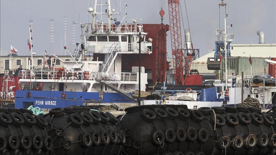 Levantan la sanción al buque que trasladó piedras para los rellenos de Gibraltar