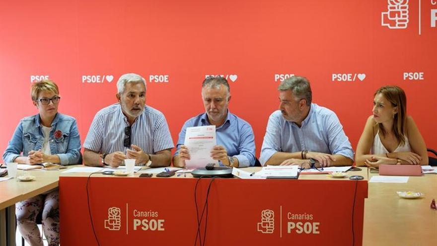 Elena Máñez, José Miguel Rodríguez Fraga, Ángel Víctor Torres, Jorge González y Nira Fierro, en la reunión de la Ejecutiva Regional del PSOE.