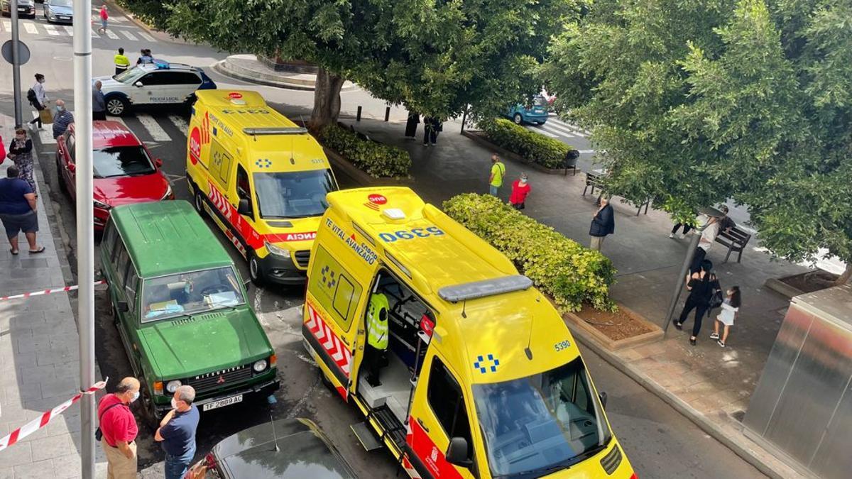 Ambulancias del SUC en el lugar del trágico suceso. LA PALMA AHORA