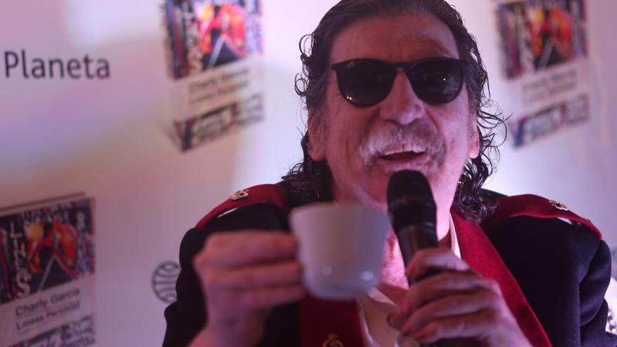 Charly García, internado en una clínica de Buenos Aires