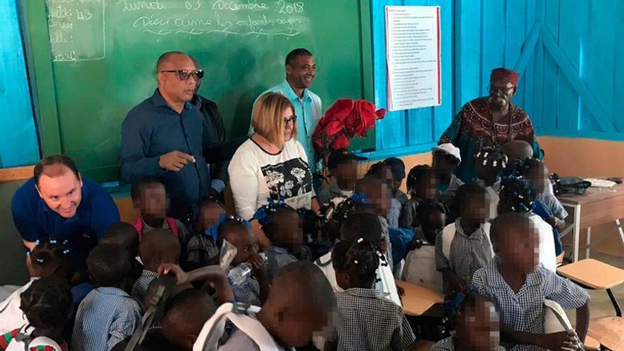 La presidenta de la Diputación de Cáceres, Charo Cordero, de visita en la escuela