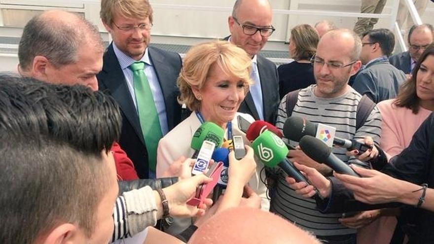 Aguirre critica que la alcaldesa de Mejorada (Madrid) quiera aferrarse al cargo