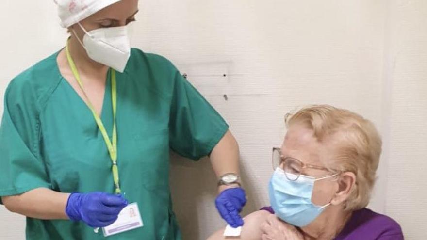 La vacunación en Canarias acelera su ritmo en los últimos días