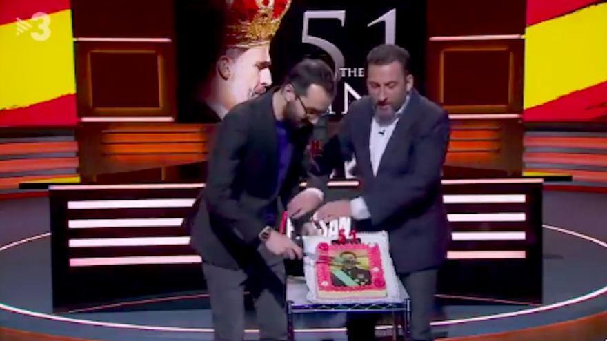 """A Toni Soler se le va de las manos la felicitación a Felipe VI: """"El Rey, decapitado en TV3"""""""