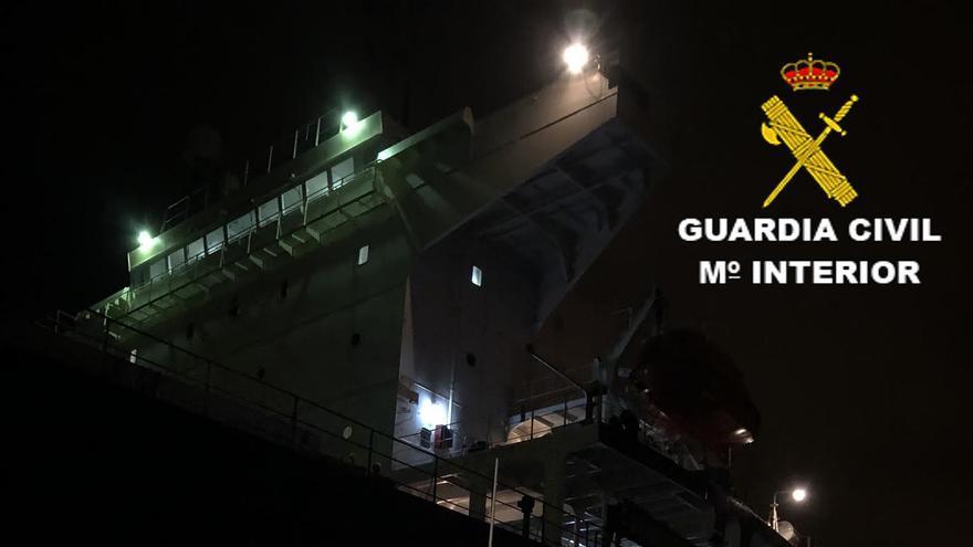 Momento de la detención del marinero en el puerto de la capital grancanaria.