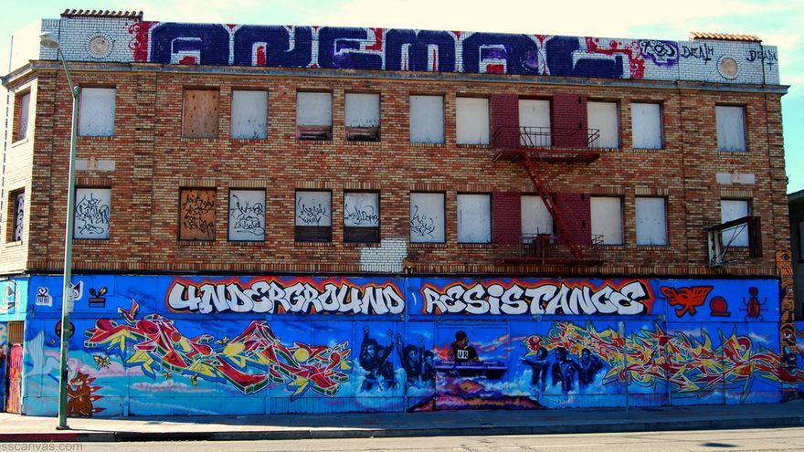 Las paredes de Detroit y la firma de Underground Resistance.