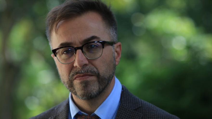 """Rafael-José Díaz, escritor y traductor tinerfeño:  """"En Canarias se edita por lo general con bastante descuido"""""""