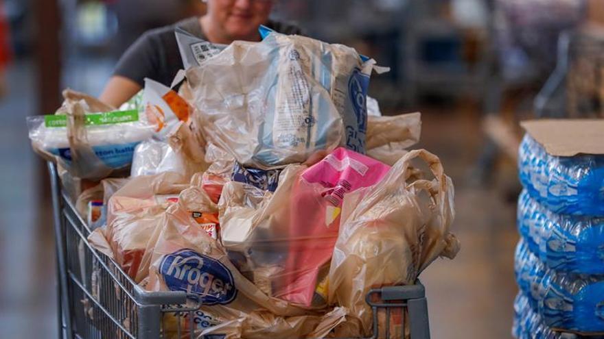 Mayor cadena de supermercados de EE.UU. eliminará  el uso de bolsas de plástico