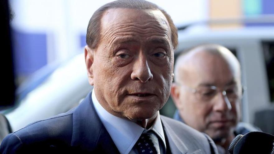Berlusconi adopta cinco corderos y pide no comerlos en las fiestas de Pascua