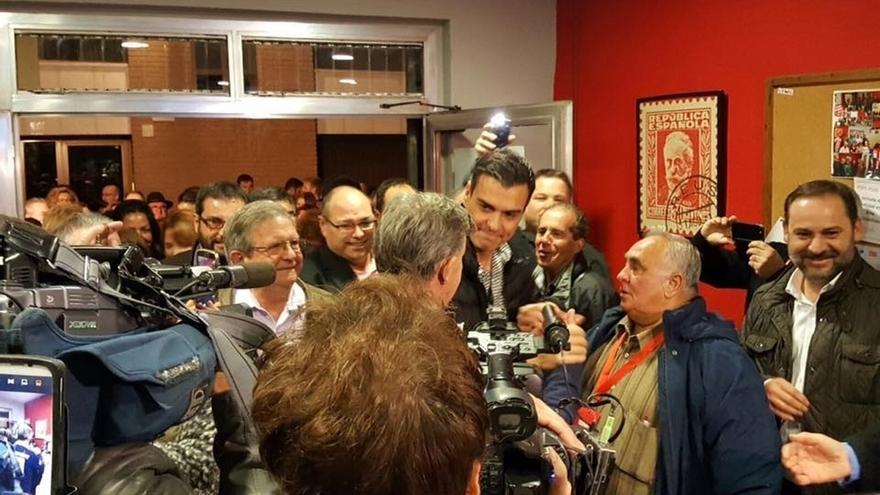 Medio centenar de 'críticos' del PSOE se reúnen en Madrid para pulsar el apoyo a Pedro Sánchez