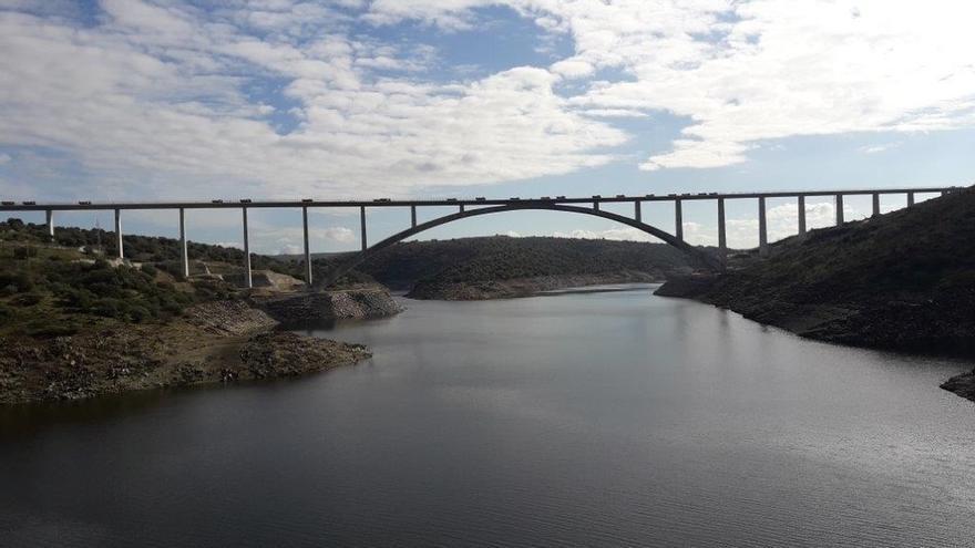 El viaducto de Almonte (Cáceres), construido por FCC, recibe laMedalla Gustav Lindenthal