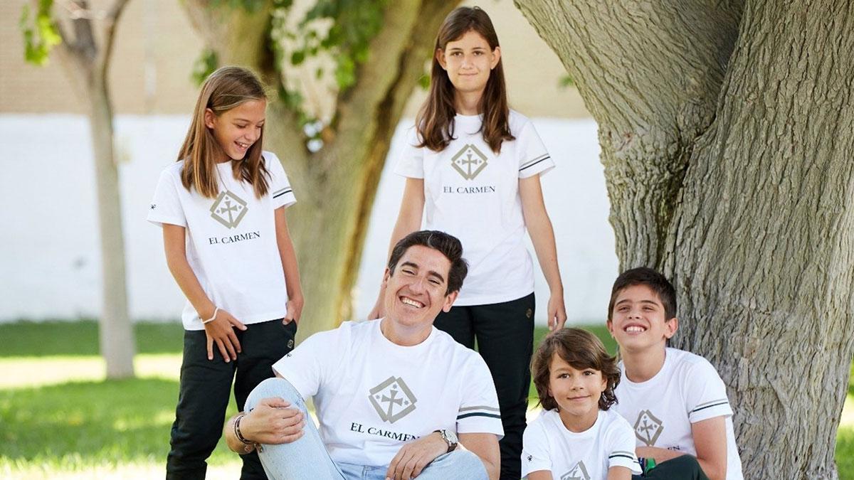 Alumnos del colegio Virgen del Carmen de Córdoba con el CEO de Silbon, Pablo López.