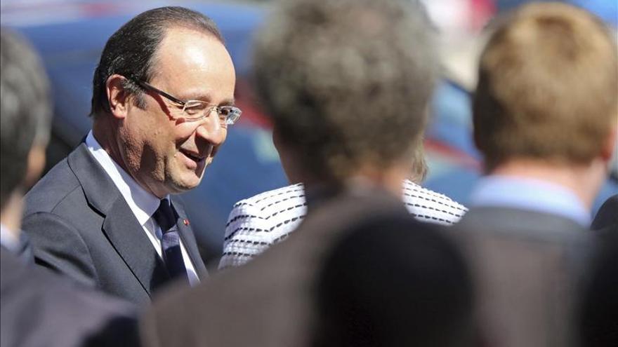 """Hollande afirma que la lucha contra el desempleo juvenil es """"la máxima prioridad"""" europea"""