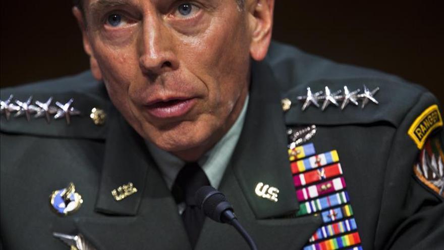 El exdirector de la CIA pide disculpas y critica estrategia de Obama en Siria
