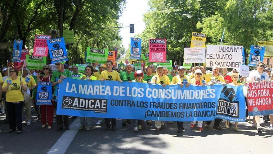 Cientos de personas protestan en Madrid contra los abusos de la banca